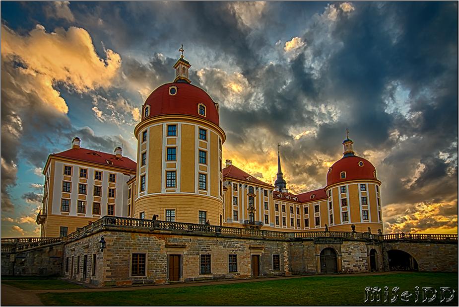 Wolken über Schloss Moritzburg