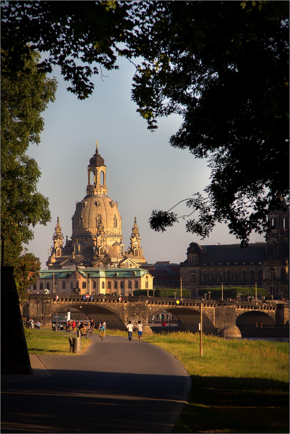 Sommerabend an der Elbe